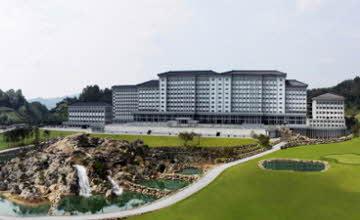 南韓學校如仙境 內建高爾夫球、水上樂園、三溫暖