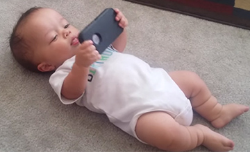還不會站不會走 但這個小寶貝卻能跳嘻哈