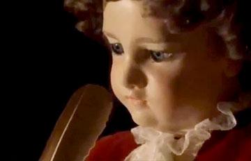240年前的人偶轉動眼珠 沒看錯它還會轉頭喔