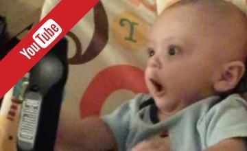 最愛條狀物?對棒棒異常興奮的嬰兒