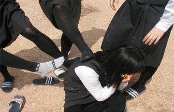 該不該幫助被排擠的同學?