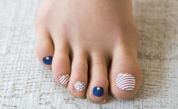懶得擦腳指甲油就穿這雙!日本女孩大推「指彩絲襪」