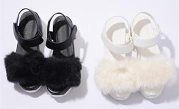 下雨天穿出去就毀了!日本妞秋天的時尚新歡─毛毛鞋