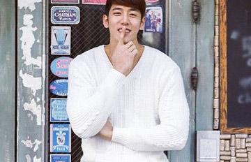韓國版長腿叔叔,但不一樣的是他有大肌肌