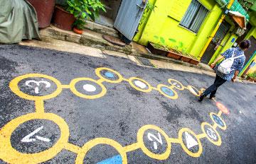 為了預防犯罪,首爾鬧區小巷的妙招是?