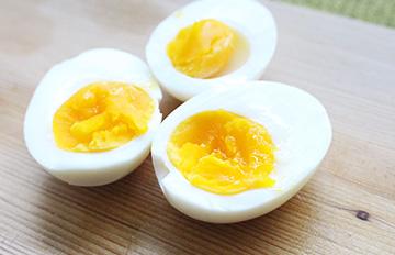 蛋汁流成這樣超犯規!7分鐘完成的糖心蛋食譜