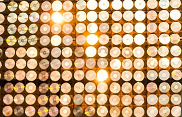 即將載入金氏世界紀錄 韓國一面50萬張CD的發亮牆
