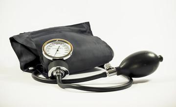 怎麼量都不準嗎?你可能犯了量血壓前5大禁忌