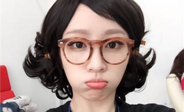 戴上眼鏡眼鏡小?韓妞的心機眼鏡妝來補救!