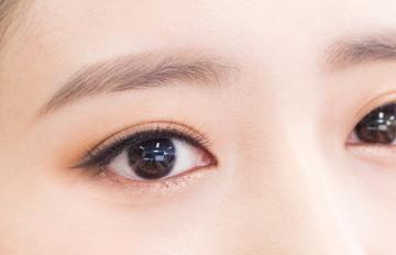 韓國演藝界的最新話題 7步完成李聖經的百搭眼妝