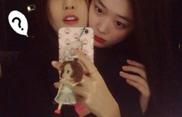 妳們居然是好閨蜜?親密合照讓韓網民表示:「好詭異!」