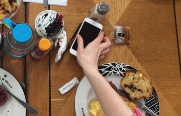 離不開手機的人舉手!小心身心出問題