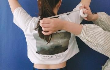 夏天必學!Tshirt一秒變短版T 雙面膠帶的妙用