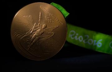 考考你!奧運「金牌」裡,含量最多的成分是什麼?