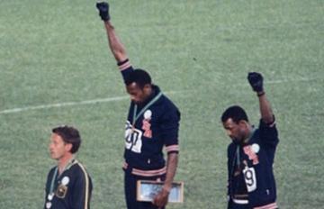 2個人在頒獎台上光腳舉手,卻改變了3個人的人生