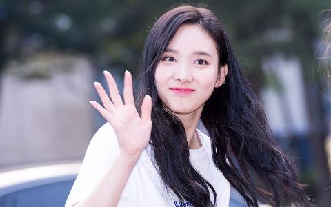 果然是天使兔牙寶寶啊!娜璉生日來臨  韓國粉絲以特別的方式來慶生