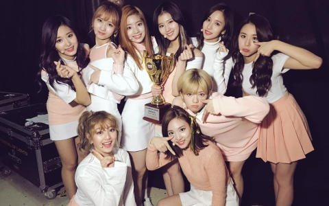 TWICE確定公開第10名成員!網友提出證據指專輯洩密 I.O.I Somi有望成為第10人?