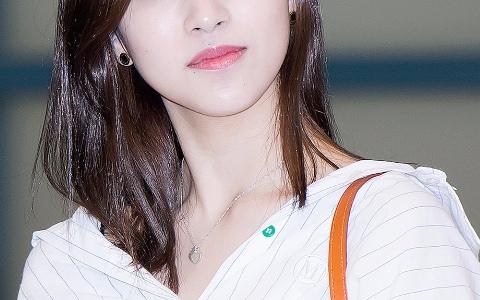出道至今幾乎沒換過髮型  她被韓網友選為「最適合自然的直髮的偶像 」