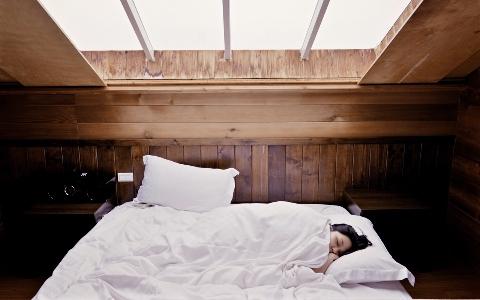 睡前7個NG習慣 害你每天睡不好又睡不飽
