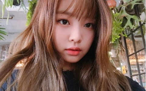 BLACKPINK出道「這個髮型」還是第一次!成員Jennie新造型曝光 網友不愛「之前的造型更好看啊」