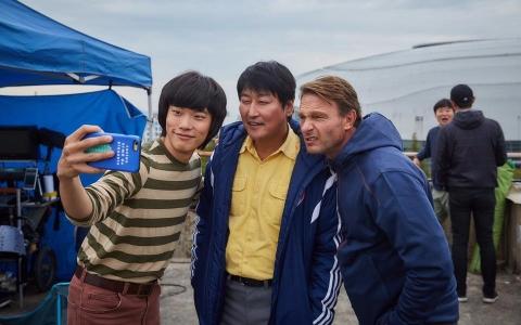 甚至要挑戰奧斯卡?真人故事改編 電影《計程車司機》韓國票房突破25億 觀影人數竟突破千萬!