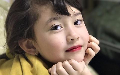 Somi 8歲妹妹超威!全英文採訪國外明星「零怯場」 被問「最喜歡歌手」答案超爆笑 網友都喊「JYP快簽她」
