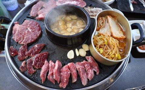 超高CP值!石板烤肉吃到飽 牛排肉汁簡直要在口中爆開啊
