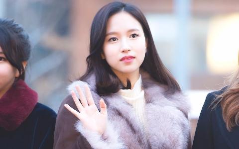 TWICE直播髮型被「嫌老氣」…Mina難過表情讓人好心酸!Mina剪了「出道以來最短髮」碰不到肩啊!