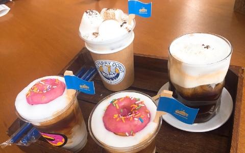 咖啡上竟然浮著一顆甜甜圈?!最近超紅的甜甜圈咖啡店還沒來過就遜掉啦!