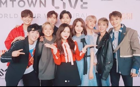SMTOWN杜拜場被笑稱根本是「偶像校外教學」團體照EXO成員意外引起注意!