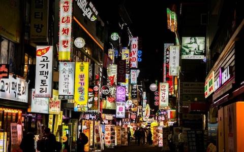 「胸部和長相都不怎樣」韓國一線警官去聲色場所,竟還PO文分享!