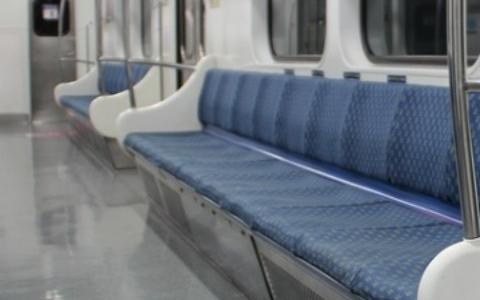 韓國女毆打地鐵站務人員還試圖搶警察的槍,全都只因為這理由...