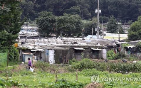 別被韓劇裡的光鮮亮麗給騙了!越來越多韓國人只能住在汗蒸幕...