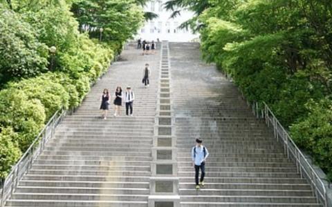 傻眼!「女學生的穿著引起性暴力」韓國學校想以褲子取代制服裙