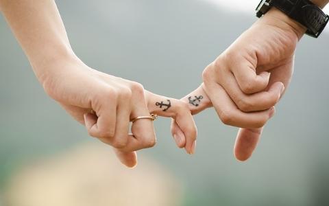 只佔全世界人口10%!一談戀愛就消失、失戀就出現的見色忘友型朋友其實有這症狀