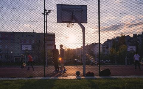 抓一下籃框⋯⋯韓國男中學生竟不幸遭籃球架重壓身亡