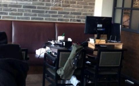誰還敢坐你旁邊啦!韓國咖讀族居然把「全套裝置」直接搬到咖啡廳