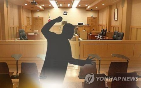 已經不是第一次打爸媽!韓國爸爸受不了哭求:「拜託讓我兒子受罰」