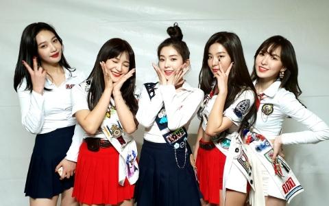 Red Velvet難理解服裝又+1 IRENE出席典禮這一套更被說是和造型師吵架了嗎?