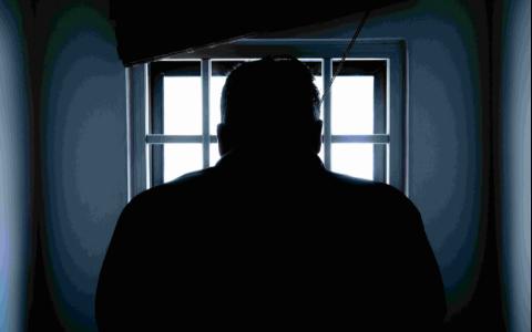 暴力和死沒有因果關係?把自己的爸爸毆打致死,卻只判1年半有期徒刑