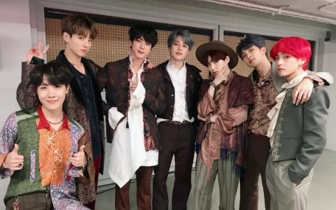 「飯心爆發」模樣全被拍...「知名男演員、當紅女子組合主唱」都被發現是BTS的小粉絲!