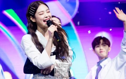 音樂節目上狂放閃!JENNIE與Red Velvet成員「交換舞蹈動作」...IRENE魅力大爆發!