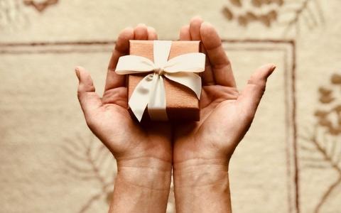 「這樣是我太計較嗎?」韓妞送男友貴重的生日禮物,男友的回禮卻讓她傻眼...