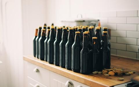 啤酒背後的小秘密!終於知道為什麼啤酒瓶是「咖啡色」了!