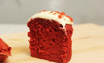 Red Velvet居然是蛋糕名?自製讓你掉到蜜糖裡的「紅色天鵝絨杯蛋糕」♥