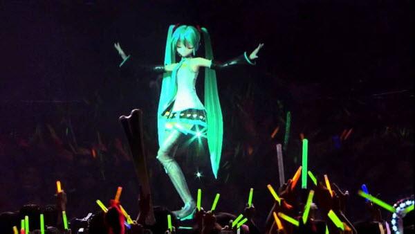 日本更在2011年就開過動漫人物初因未來的演唱會~ 虛擬投影已經與實體結合~ 當時共襄盛舉的人還真的不少呢!  05:01