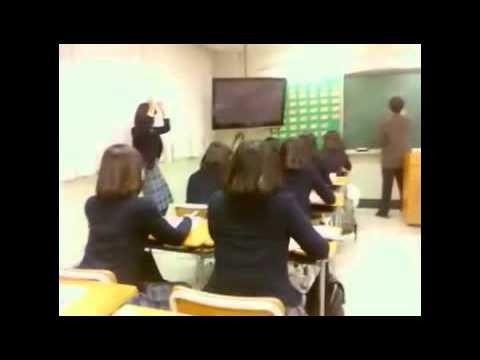 以上這些都好恐怖喔~ 還是來看看歡樂一點的 比方說在老師上課時集體跳舞  真的有可能嗎?看影片就知道囉~