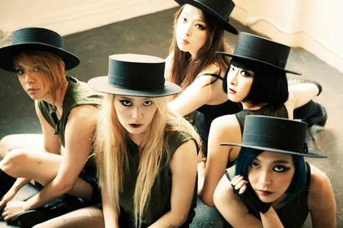 f(x) 《Red Light》(2014/7/7發行)  重製英國團體Phrased Differently《Red Light》(未正式發行)