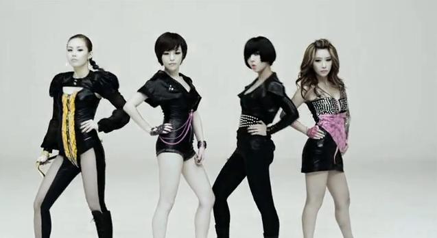 XOXO《Mocha Java》(2011年發行)  相似?Brown Eyed Girls《Abracadabra》(2009/7/20發行)  額~各種方面來說都不想承認是台灣團體...