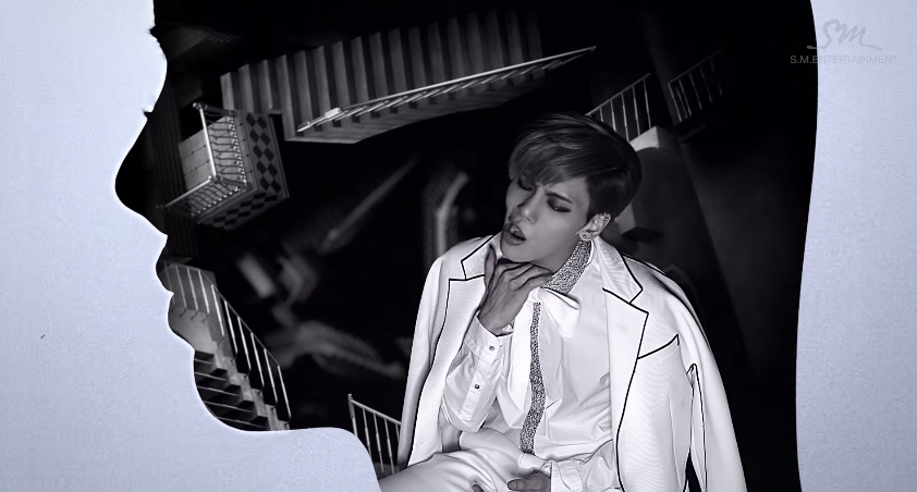 10.SHINee 鐘鉉 - 《Crazy (Guilty Pleasure)》  Billboard:《Crazy》這首歌屬於通俗流行POP music,雖然有時會覺得rapper Iron的聲音更突出;但在《Deja-Boo》這首歌又可以看到鐘鉉隨著輕盈、帶點放克色彩的音樂中搖擺自在。只不過雖然《Crazy》MV表現搶眼,但是有些部分顯得很刻意。